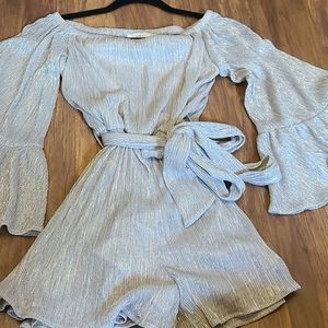Metallic of the shoulder romper
